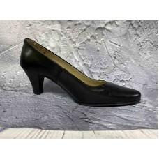 Кадеткие кожаные женские туфли на каблуке